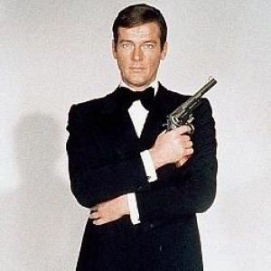 james bond roger moore - photo #8
